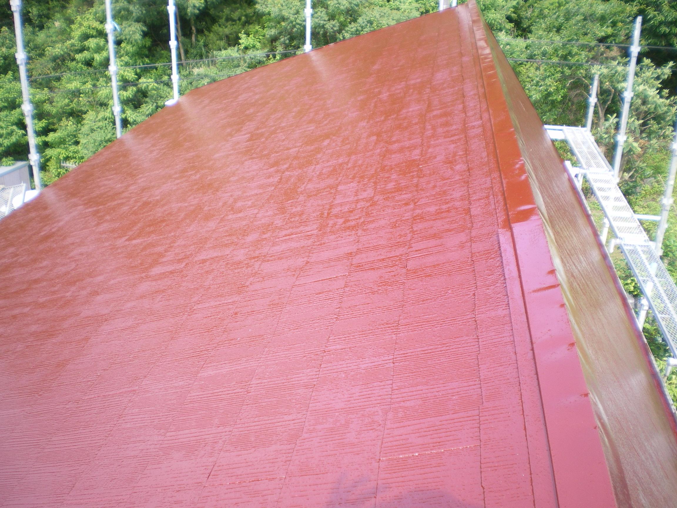遮熱塗料を塗装しました。表面温度の変化に期待ができます。今後が楽しみですね!