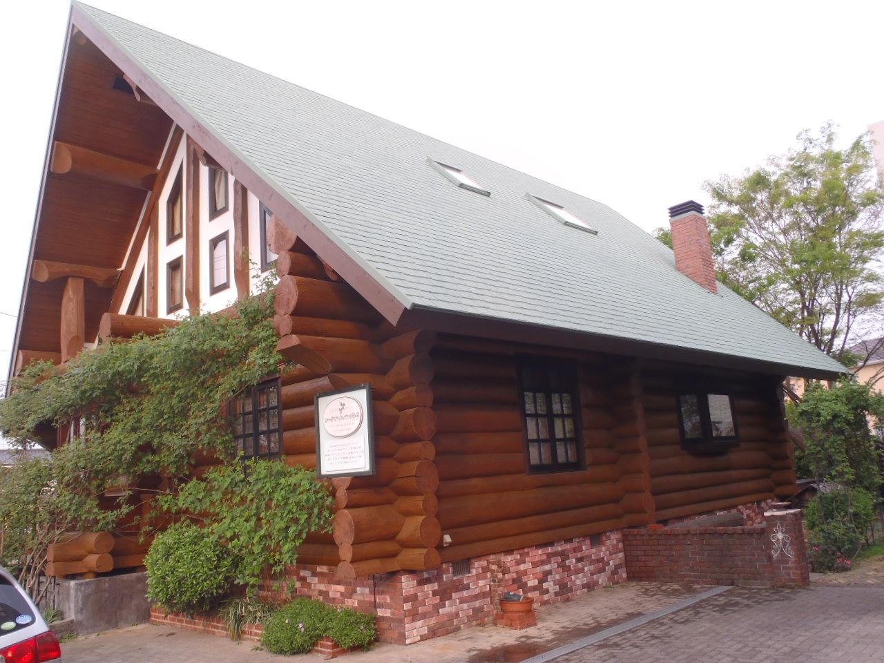 木部の色がよみがえり、落ち着いた雰囲気の仕上がりとなりました。屋根の色ともバッチリあっています!