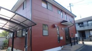 外壁は、伸縮性のある防水機能にすぐれた塗料。 屋根は、高耐久で遮熱効果のある塗料で施工しました。 これで15年はバッチリっ!!